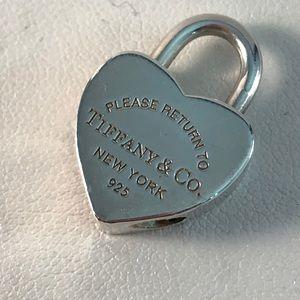 Return to Tiffany's pendant lock